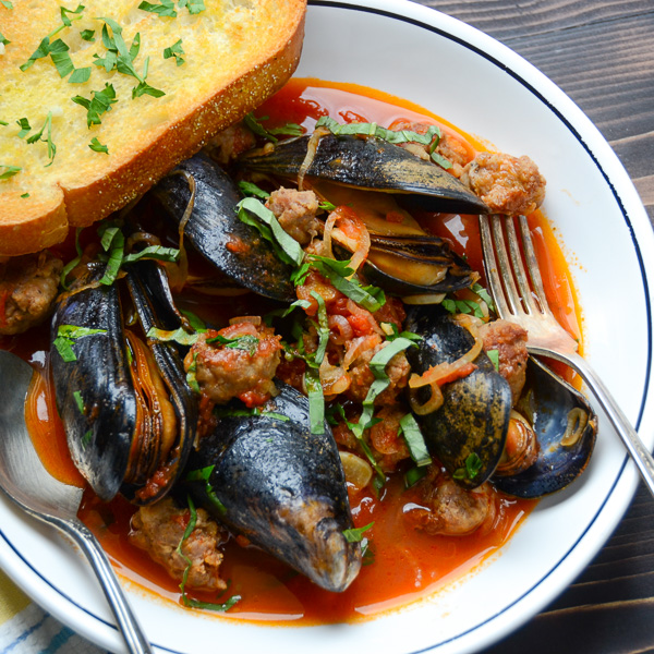 Wine and Garlic Mussels with Sausage