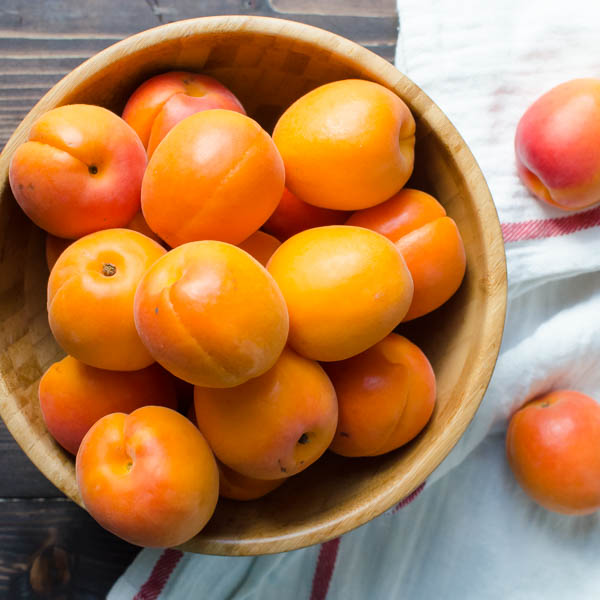 Fresh apricots in a bowl.