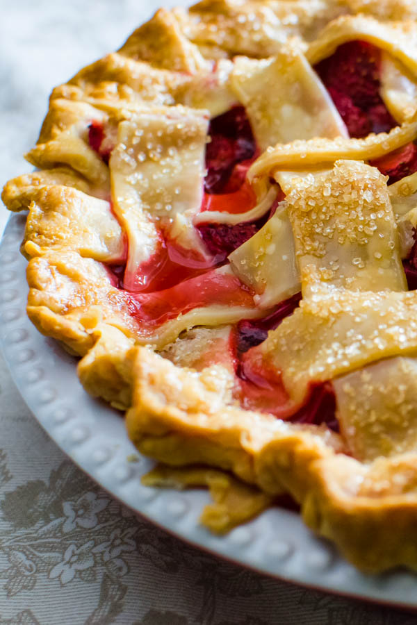 closeup of the strawberry rhubarb pie