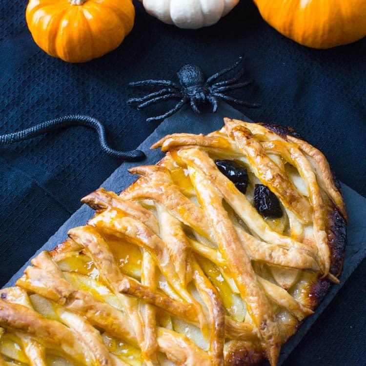 quick apple pie - a halloween dessert recipe.