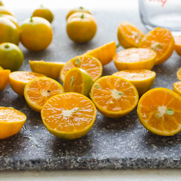 sliced calamondins on a cutting board.