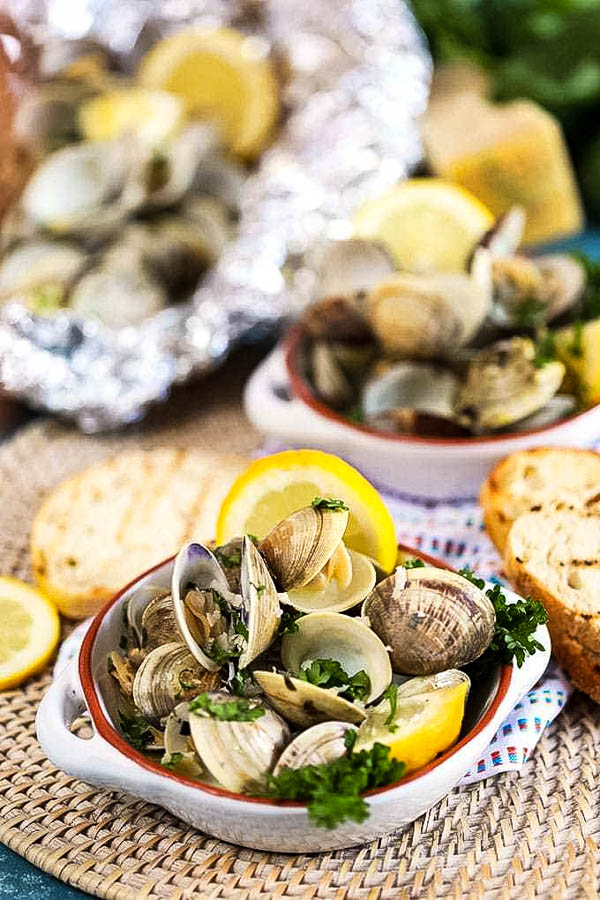 grilled clams in ceramic dishes.