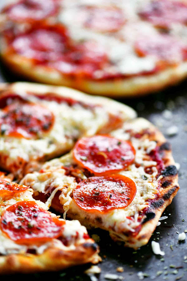 gorgeous grilled pizza.