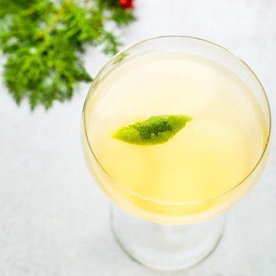 Winter White Cosmo with Elderflower Liqueur